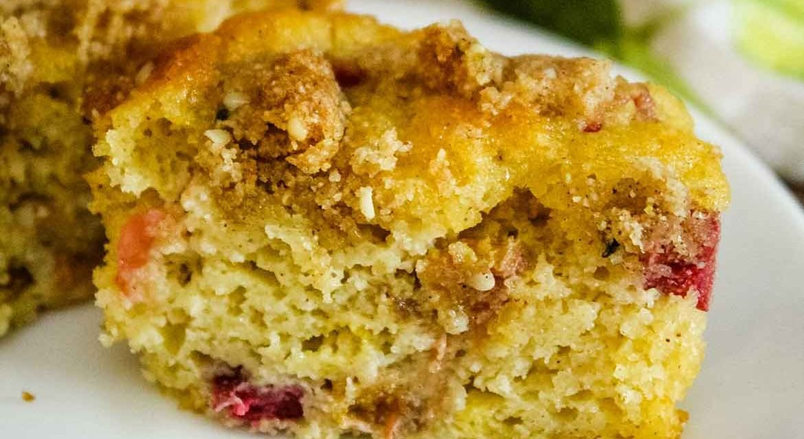 Rhubarb Muffins with Crumb Topping – Keto Recipe