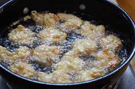 shrimp frying in dutch oven